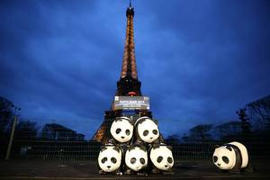 © WWF / Earth hour beim Eiffelturm